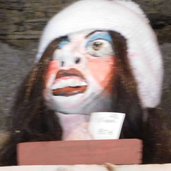 Femme au bonnet blanc